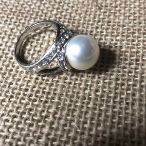 Faux pearl crystal silver tone ring size 8